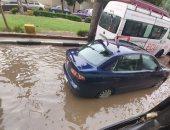 صور.. غرق شوارع كوبرى القبة والخليفة المأمون بالمياه بعد سقوط الأمطار