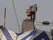 """شاهد.. تمثال """"مجدى يعقوب"""" فى ميدانه الجديد قبل افتتاحه بأسوان"""