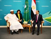 السيسى يلتقى رئيس تشاد فى سوتشى لبحث التعاون الأمنى والاستخباراتى ضد الإرهاب