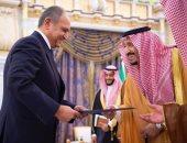سفير مصر الجديد بالرياض يُقدم أوراق اعتماده إلى الملك سلمان بن عبد العزيز