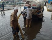 الأمطار الغزيرة تضرب المحافظات وأجهزة الدولة تتحرق لشفط المياه من الشوارع