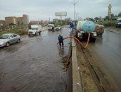 صور.. شركة مياه الشرب بالقليوبية تدفع بـ45 سيارة لشفط مياه الأمطار من الشوارع