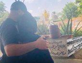 إيمى طلعت زكريا تحتفل بعيد ميلادها أمام قبر والدها
