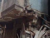 سقوط جزء من عقار تقطنه 16 أسرة بالإسكندرية.. وإنقاذ أحد العالقين