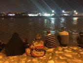 صور .. أهالى شمال سيناء يقضون ليلتهم لمشاهدة السيل ويلتقطون الصور التذكارية