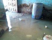 شكوى من وجود مياه جوفية تهدد المنازل فى قرية الحلة بالأقصر