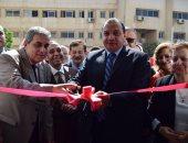 صور.. رئيس جامعة بنى سويف يفتتح معرضا خيريا للملابس للطلاب
