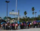 200 مهاجر يحتشدون على الحدود المكسيكية استعدادًا للتوجه إلى الشمال