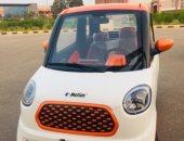 سالى عبد السلام تقود أول سيارة كهربائية قبل بدء تصنيعها فى مصر