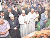 صور.. محافظ أسيوط يتقدم الجنازة العسكرية لرئيس مباحث الوادى الجديد