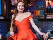 صور.. 10 فساتين بالأحمر لـ الممثلة العالمية ليندسى لوهان