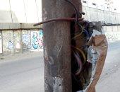 قارئ يرصد عمود كهرباء بأسلاك مكشوفة يعرض المواطنين للخطر بشبرا الخيمة