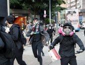شرطة هونج كونج تطلق الغاز المسيل للدموع لتفريق محتجين فى متنزه فيكتوريا