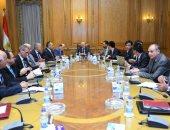 """""""العصار"""" يلتقى وفد شركة """"CGGC"""" الصينية ويدعوهم لزيارة مصانع الوزارة"""