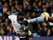 ساديو ماني يحظى بإشادة جماهير ليفربول بعد الهدف القاتل ضد أستون فيلا