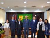 صور .. رئيس جامعة الإسكندرية يستقبل وفد جامعة نانكاى الصينية لبحث التعاون