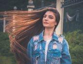 وصفات طبيعية لنمو الشعر وتقويته.. من صفار البيض للخل