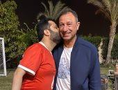 تركي آل الشيخ يزور محمود الخطيب فى منزله مرتديا تيشرت الأهلى