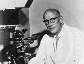 اكتشف تنظيم الجينات لخطوات عملية الأيض.. 8 معلومات عن العالم إدوارد تاتوم