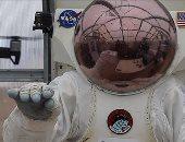 قفاز ذكى يتيح لرواد الفضاء التحكم فى الطائرات بدون طيار بإشارة يد