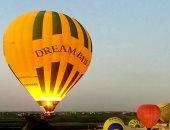 صور.. 50 رحلة بالون تقل 1270 سائح أجنبى للاستمتاع بسحر الأقصر من السماء