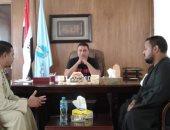 رئيس مدينة مرسى علم يلتقى بالتجار لمناقشة تخفيض الأسعار.. صور