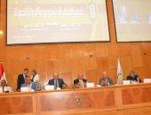 رئيس جامعة أسيوط يدعو الشباب نشر ثقافة الاعتدال فى مواجهة الأفكار المتطرفة