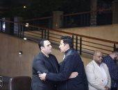 أحمد حلمى وهانى رمزى ونجوم مسرح مصر فى عزاء والد أكرم حسنى