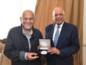 رئيس البرلمان يلتقى الجراح المصرى العالمى الدكتور مجدى يعقوب