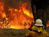 رجال الإطفاء يكافحون لإخماد مئات من حرائق الغابات فى أستراليا