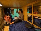 """صور.. سكان لوس أنجلوس يواجهون أزمة السكن باستئجار """"كبسولة"""" للنوم"""
