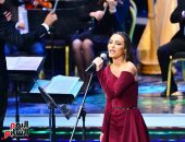 """كارمن سليمان تبدأ حفلها بـ""""حضن دافى"""" بمهرجان الموسيقى وترفع لافتة كامل العدد"""