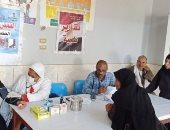 صور.. توقيع الكشف الطبى على 1622 حالة خلال قافلة بقرية نزلة محمود بالمنيا