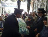 توزيع حلوى المولد وبطاطين على المواطنين فى احتفاليه لمديرية أمن الغربية