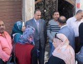 """اللجنة الاستشارية لـ""""هندسة الإسكندرية"""" تعاين العقار المائل بالجمرك"""