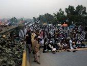 صور.. احتجاجات فى باكستان تغلق عدة طرق رئيسية وتطالب بالإطاحة بعمران خان