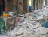 انهيار جزئى بعقار وسط الإسكندرية دون إصابات.. والحى يرفع الأنقاض