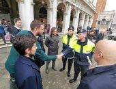دوناروما نجم منتخب إيطاليا يدعم البندقية بعد كارثة الفيضانات.. صور