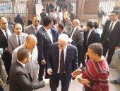 مرتضى منصور يصل محكمة شبين الكوم للحضور مع والد محمود البنا شهيد الشهامة