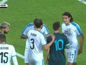 """الأرجنتين ضد أوروجواي.. """"خناقة"""" بين ميسي وكافاني بعد انتهاء الشوط الأول"""