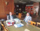 وزير الرى يراجع مشروعات الوزارة واستعدادات موسم السيول