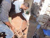 صور .. التصدى لـ 5 حالات بناء مخالف فى 3 أحياء بالإسكندرية