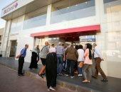 طوابير أمام مصارف لبنان بعد إعادة فتحها عقب إغلاق لمدة أسبوع