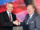 رئيس شركة مصر للطيران يلتقى بالرئيس الجديد لشركة بوينج العالمية.. صورة