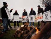 صور.. عمال السكة الحديد فى كندا يضربون عن العمل احتجاجا على أوضاع السلامة