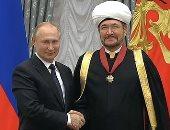 """رئيس """"مجلس شورى مفتى روسيا"""" يحصل على وسام الاستحقاق الوطنى من الرئيس بوتن"""