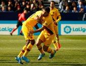برشلونة يفلت من كمين أجيرى ويحافظ على صدارة الدوري الإسباني.. فيديو