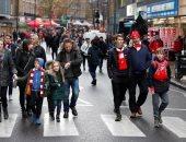 شاهد.. كيف استقبلت شوارع المملكة المتحدة عودة الدوري الإنجليزي