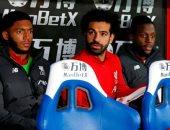 محمد صلاح يشاهد تعادل ليفربول أمام بالاس فى الشوط الأول من مقاعد البدلاء