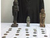 ضبط 28 قطعة أثرية بينها 3 تماثيل بحوزة مهرب بالمنيا